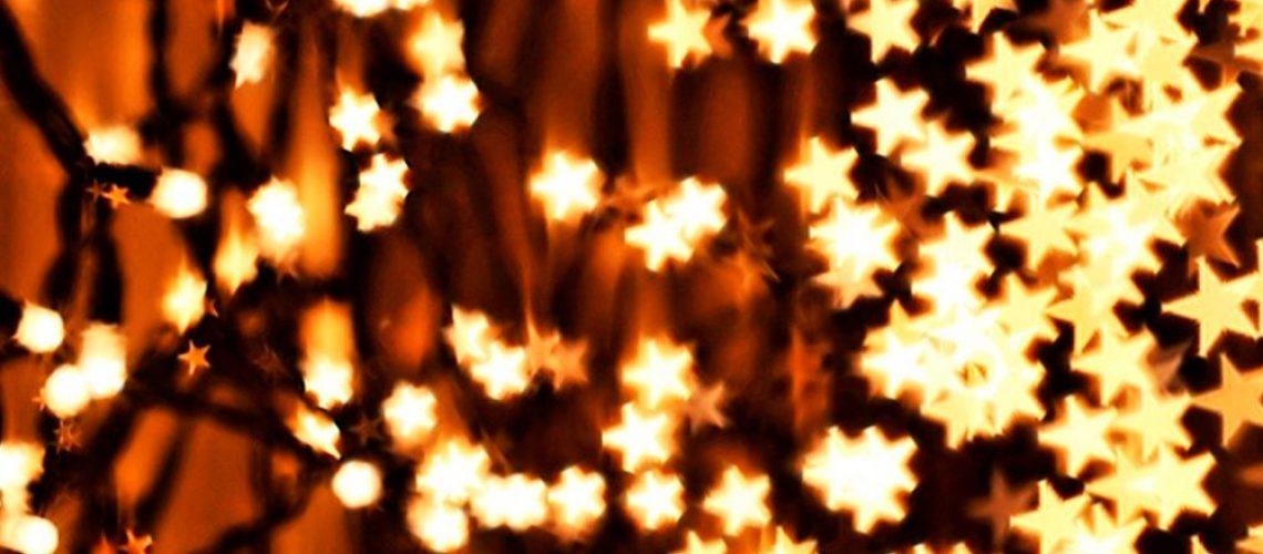iluminar-viviendas-con-luces-de-navidad